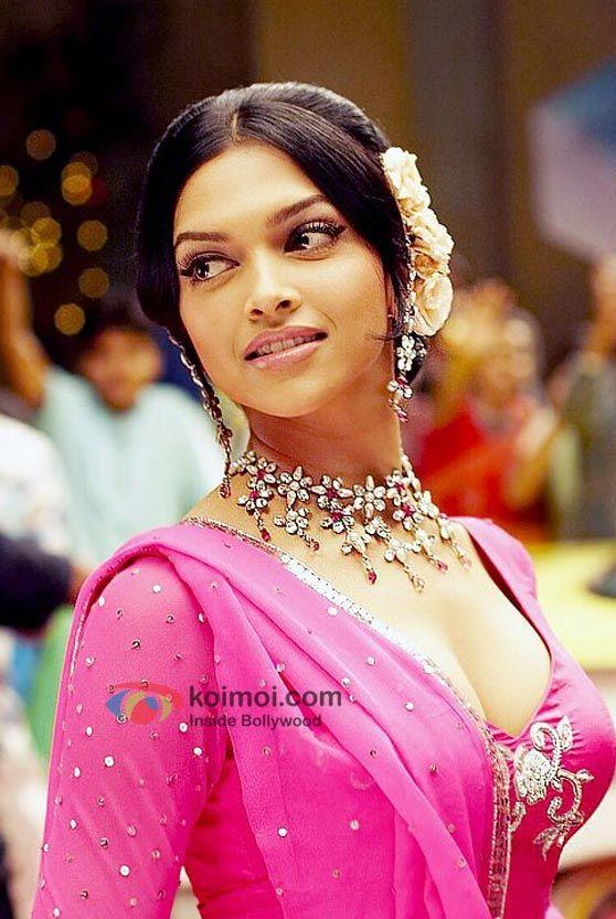 Deepika Padukone Om Shanti Om Wallpaper Bollywood Celebrities Bollywood Actress Deepika Padukone Hair