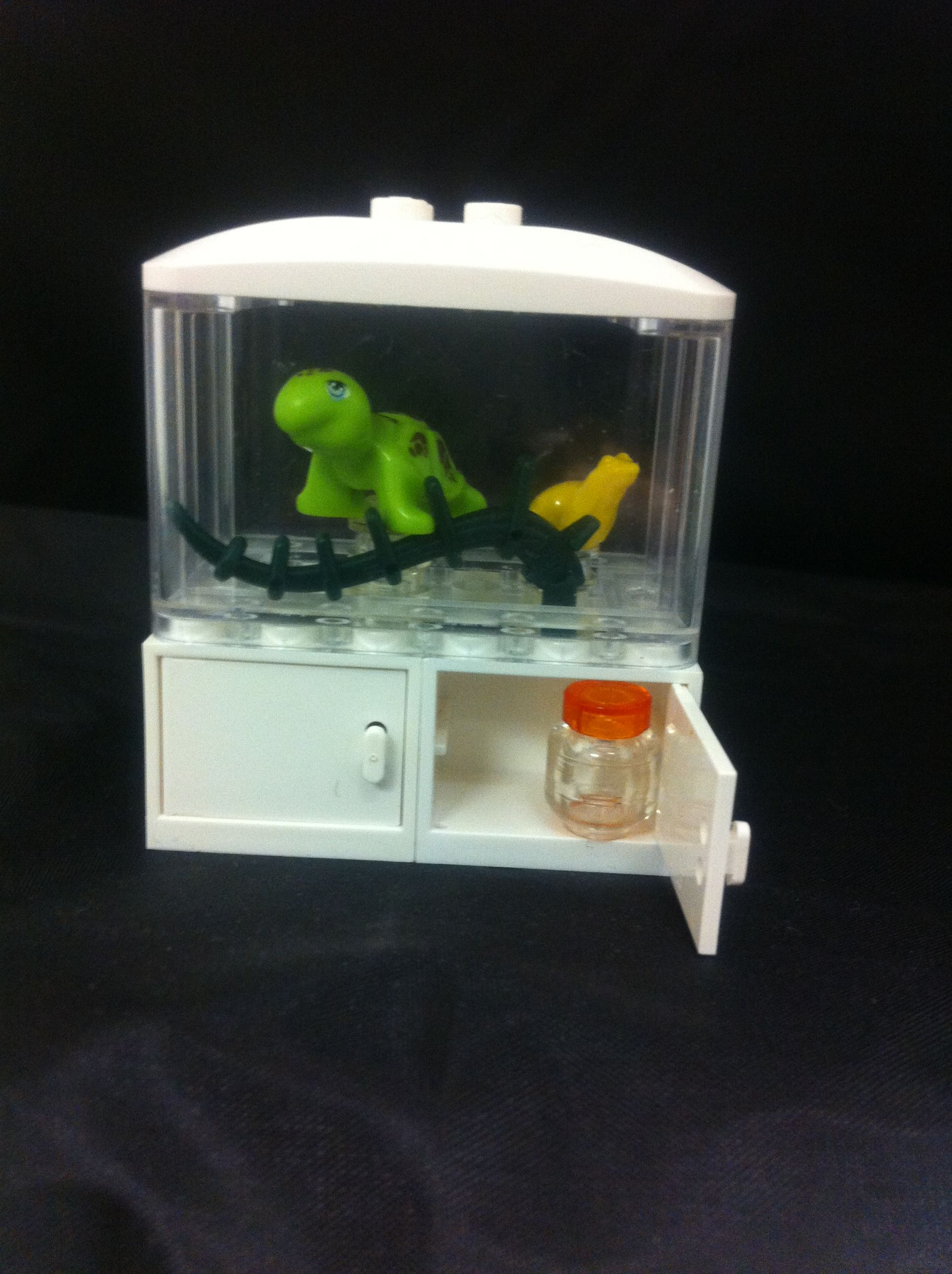 Just made this adorable Lego fish tank Even has a jar of fish food