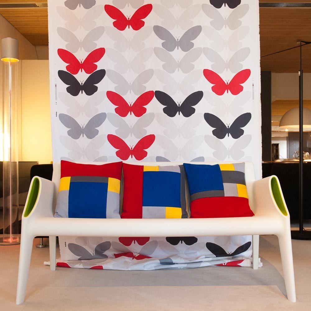 """Limited Edition """"de Stijl"""" woonkussens zijn exclusief ontworpen en gemaakt door SIMMEL. Geïnspireerd door de Nederlandse kunstbeweging """"De Stijl"""" en specifiek de rood- blauwe Rietveld stoel."""