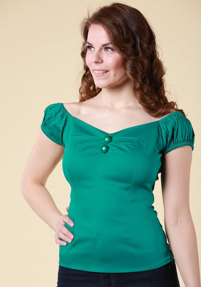 Dolores Emergald Top, vintage inspired, green top with gypsy sleeves and sweetheart neckline. Perfect with high waisted skirts and pants!   Get it now: https://www.misswindyshop.com/collections/paidat-topit/products/dolores-green-top