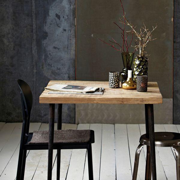 Der Design Esstisch SLATED aus Mangoholz und Metall