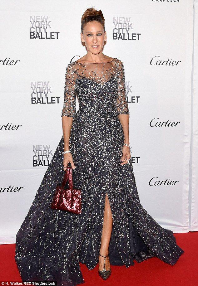 Sarah Jessica Parker recreates iconic Carrie Bradshaw moment ...