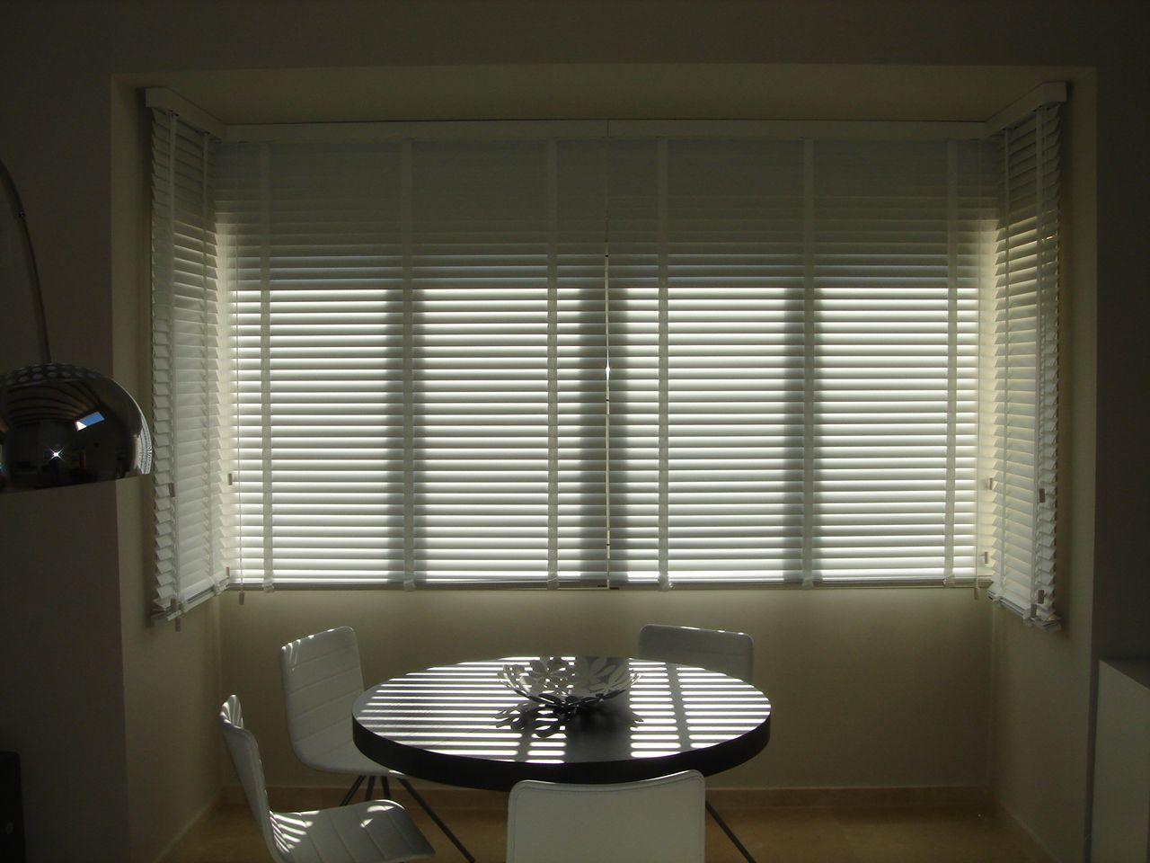 Las #cortinas #venecianas de madera también pueden ser una