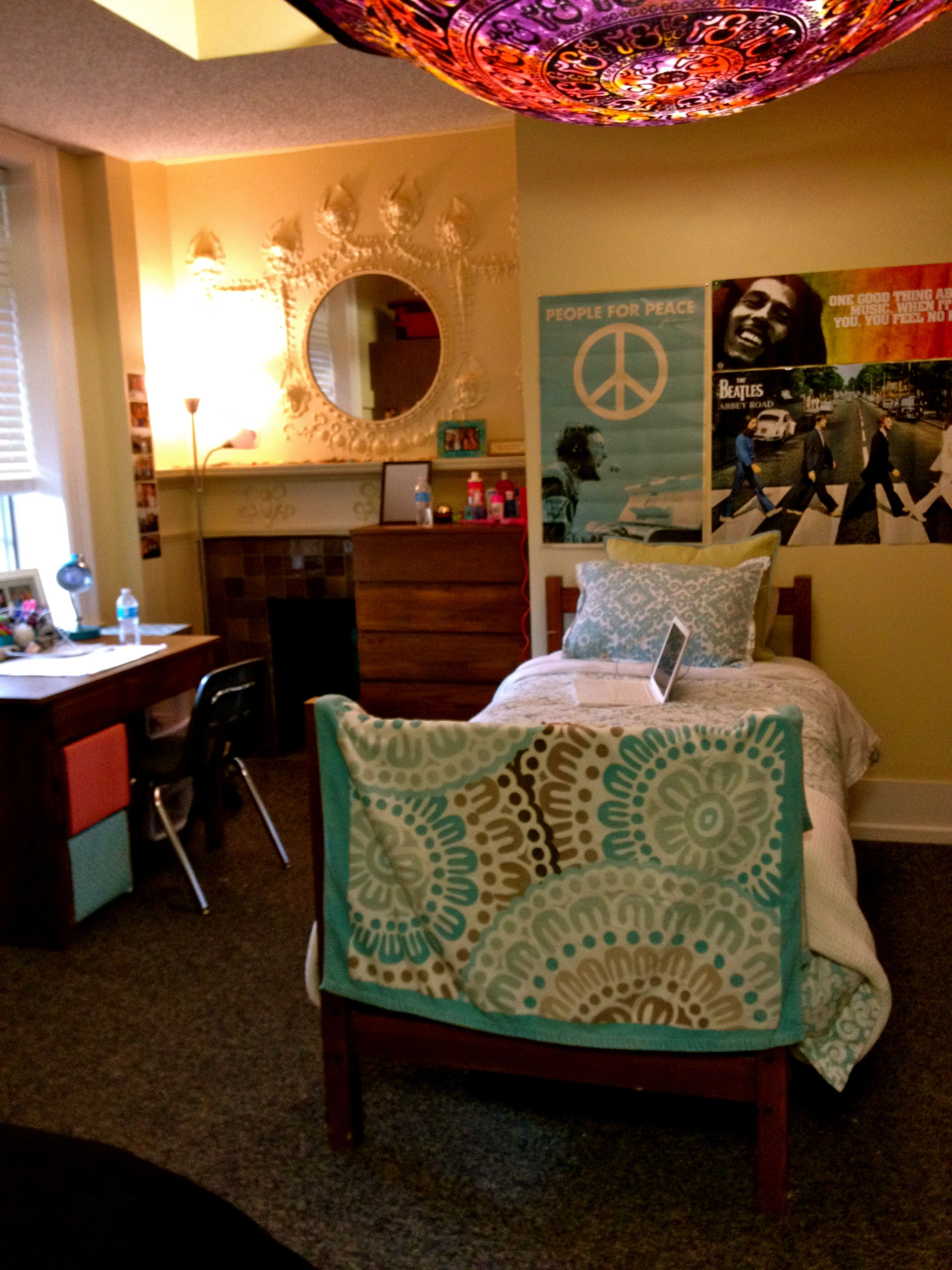 College Dorm Room Design: I MUST Find A Way To Create That Light Design! Adorable
