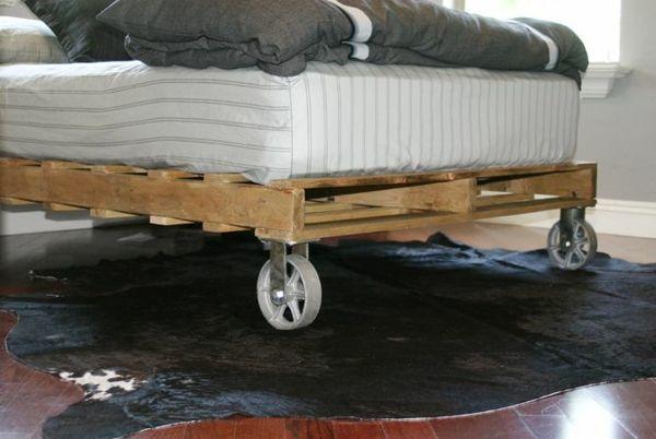 Europaletten Bett bauen - preisgünstige DIY-Möbel im Schlafzimmer ...