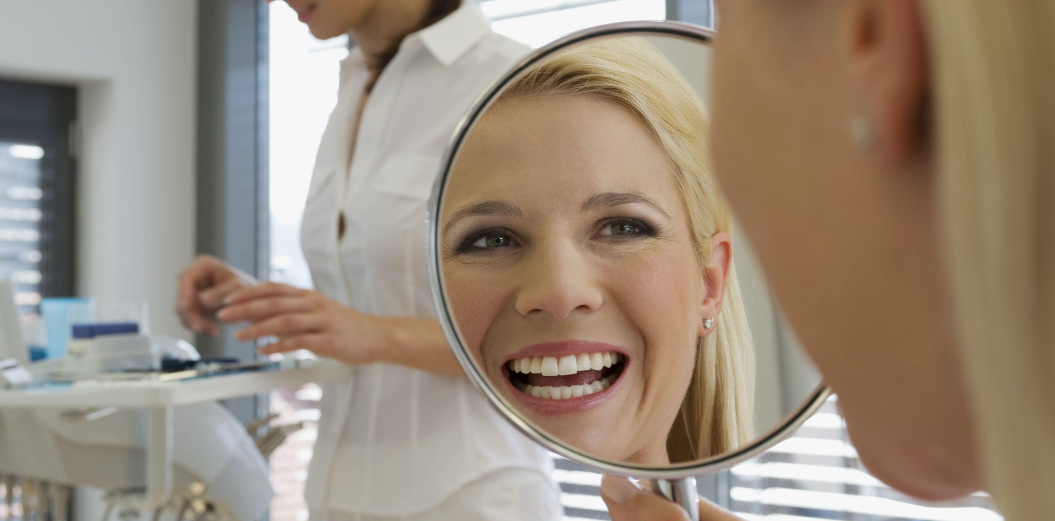 krasivaya-blondinka-u-stomatologa-foto