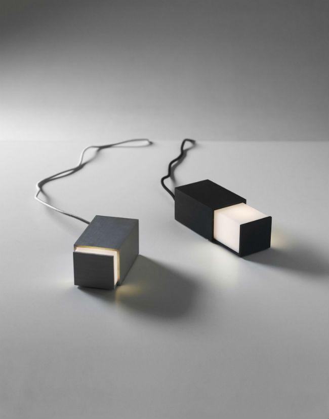 Design House Stockholm tafel lampje Box Light, Designer Jonas Hakaniemi. Altijd handig en sfeervol lampen zeker wanneer ze klein zijn en overal ingezet kunnen worden zo ook dit bijzondere tafel lampje, box light genaamd, MEER http://nl.popsfl.com/?p=11874