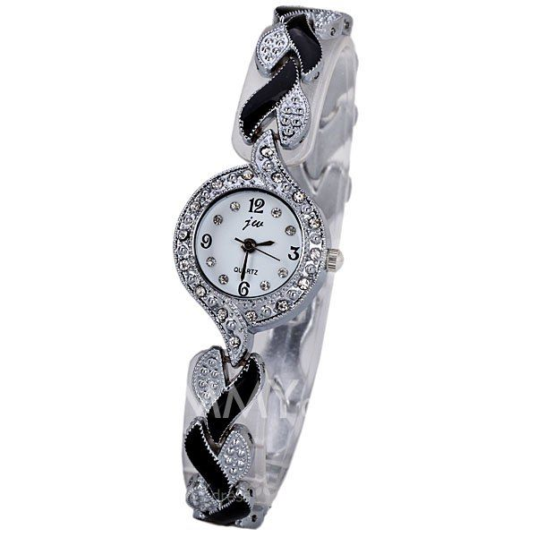 $5.82 Trendy Decorative Diamonds Quartz Watch for Women with Round Dial and Heart-shaped Design Watchband