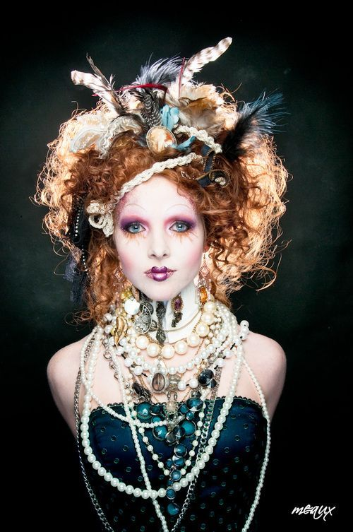 Amazing Hair Jewellery And Makeup Lighter Colour Presto A Gorgeous Look Sofistyhairstyle Steampunk Hairstyles Vintage Hairstyles Fantasy Hair