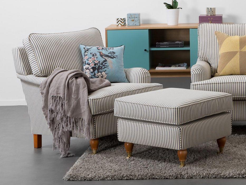 HOWARD Fåtölj Fausta Vit Blå Randig howardfåtölj från Furniturebox Inspiration howardsoffor