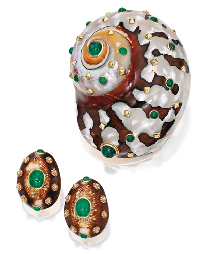 14 KARAT GOLD, SHELL AND EMERALD CLIP-BROOCH AND EARCLIPS, FRED LEIGHTON The spiral-shaped clip-brooch and button-shaped earclips set with 19 cabochon emeralds, further decorated with gold studs, all pieces signed Fred Leighton, brooch numbered 14508, earclips numbered 14650.