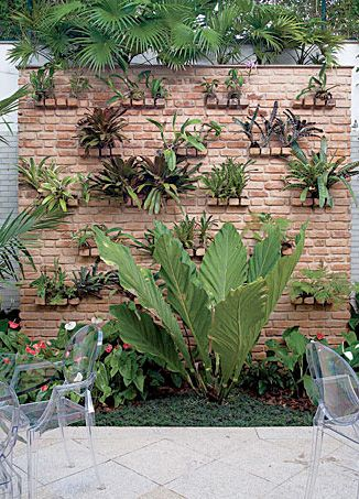 Charmant Vertical Garden On Brick Wall