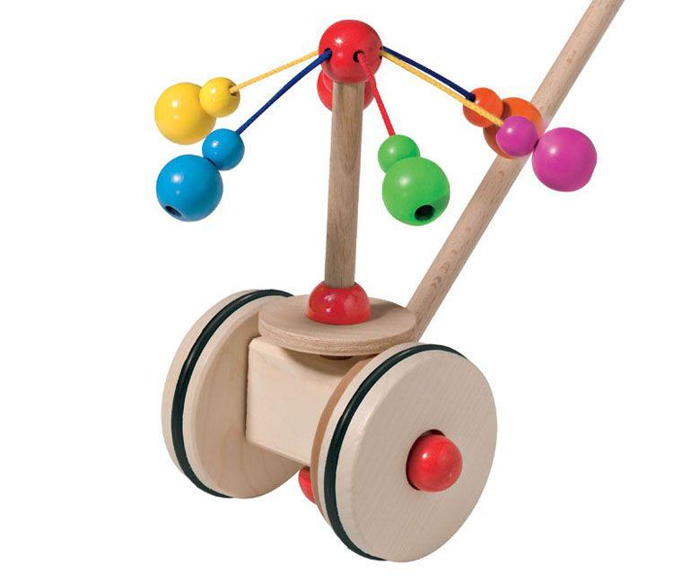 Le plus célèbre des jouets à pousser sélecta, en poussant le manche en bois, les ficelles se tendent et les billes de bois tintent joyeusement sur le manche dans un jeu de couleurs éclatantes Lola Fraise des Bois