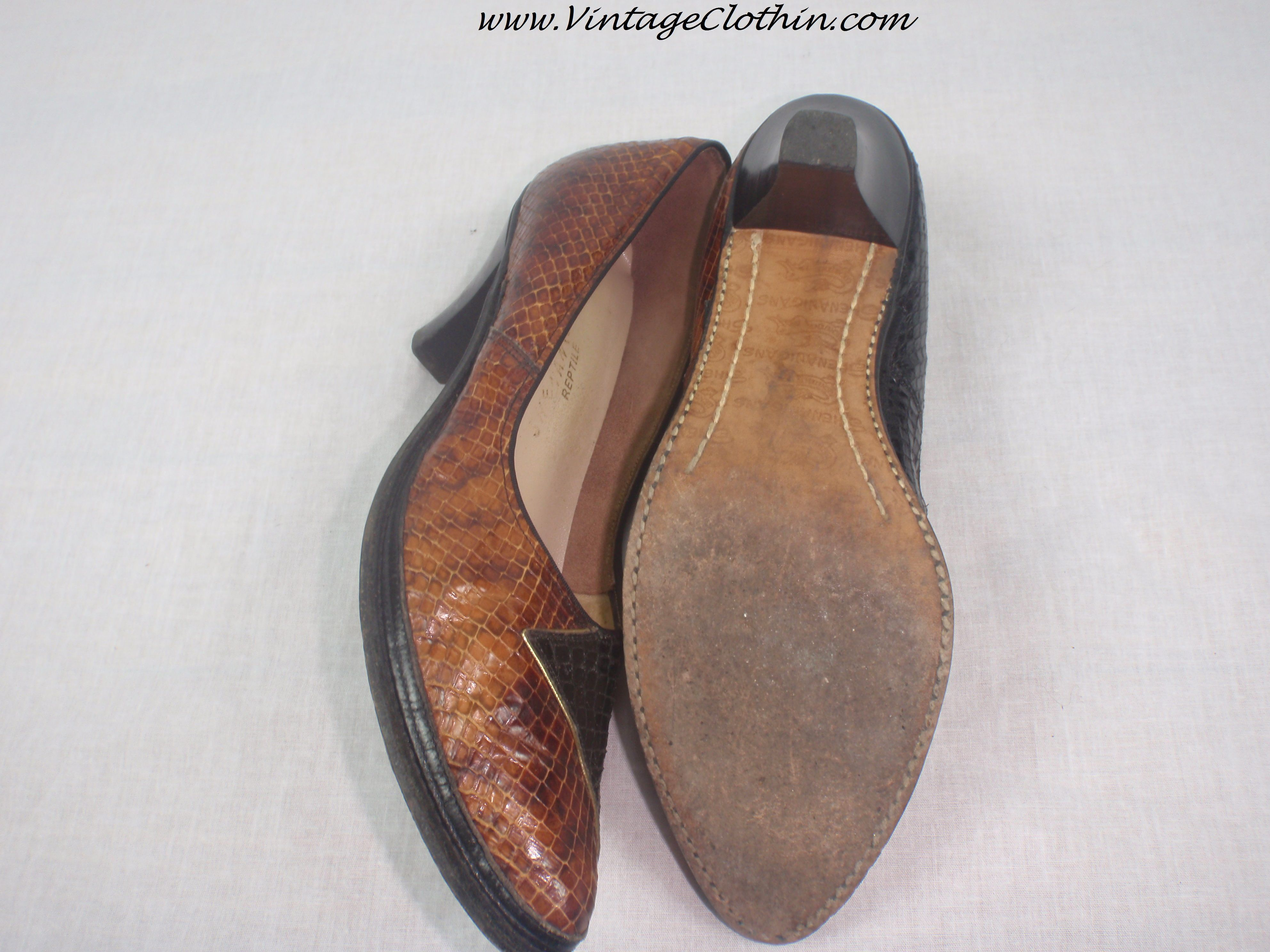 3859329f82337 Pin by Vintageclothin.com on 1950s Vintage Fashion | 1950s shoes ...