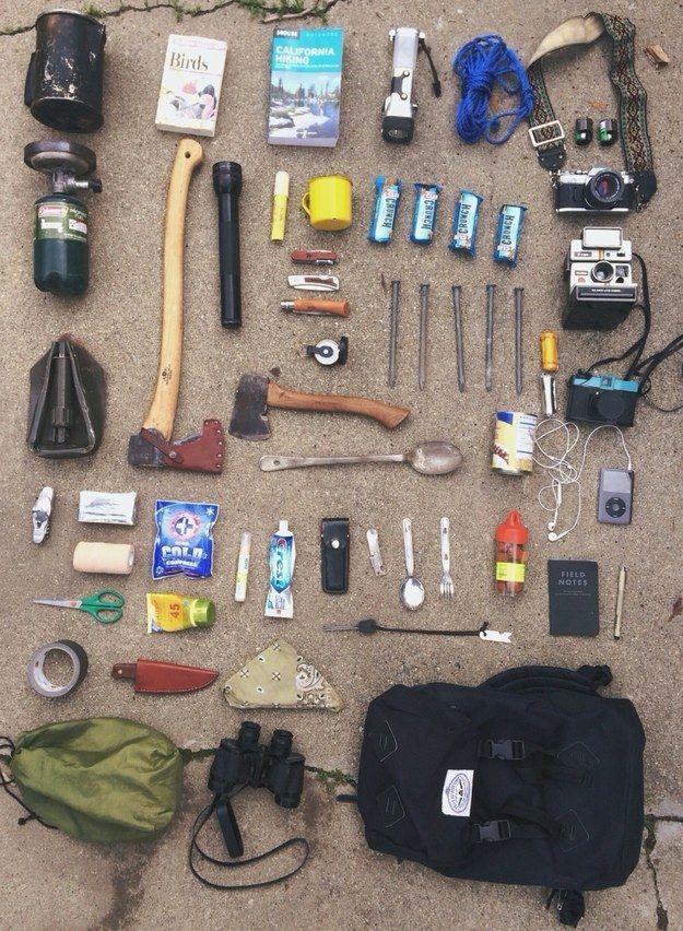 O existe también este kit mochilero de salvajismo extremo ...