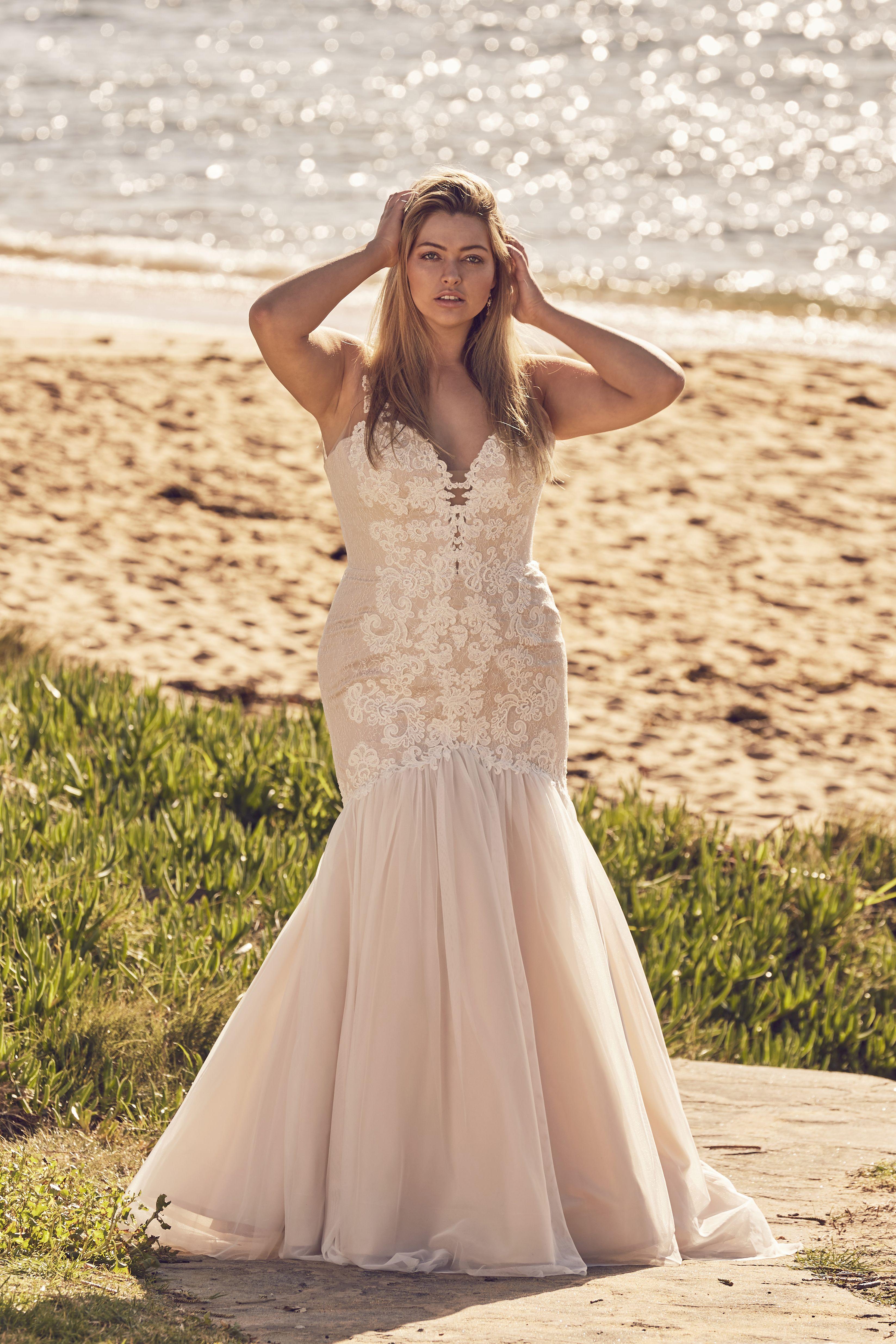 Chianti Mermaid Wedding Gown For Curvy Brides Curvy Wedding Dress Wedding Gowns Mermaid Bridal Outfits [ 4943 x 3295 Pixel ]