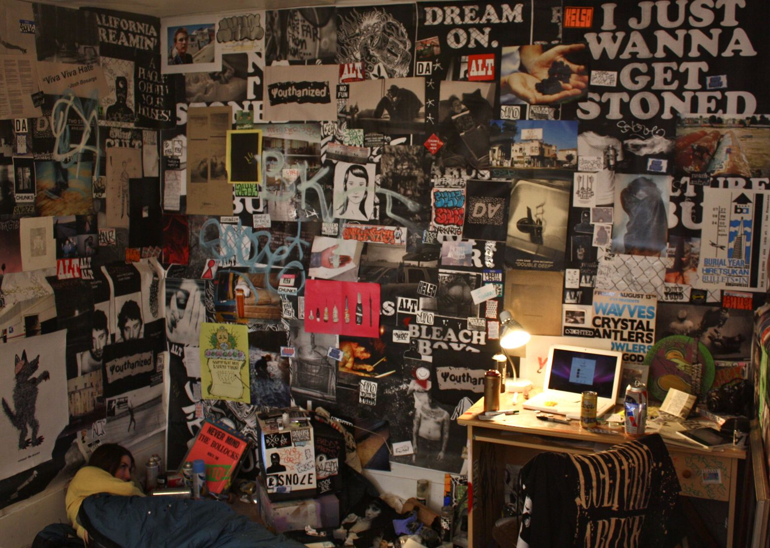 Posts About Incline Gallery On Maritime Art Collective Punk Rock Bedroom Rock Bedroom Grunge Bedroom