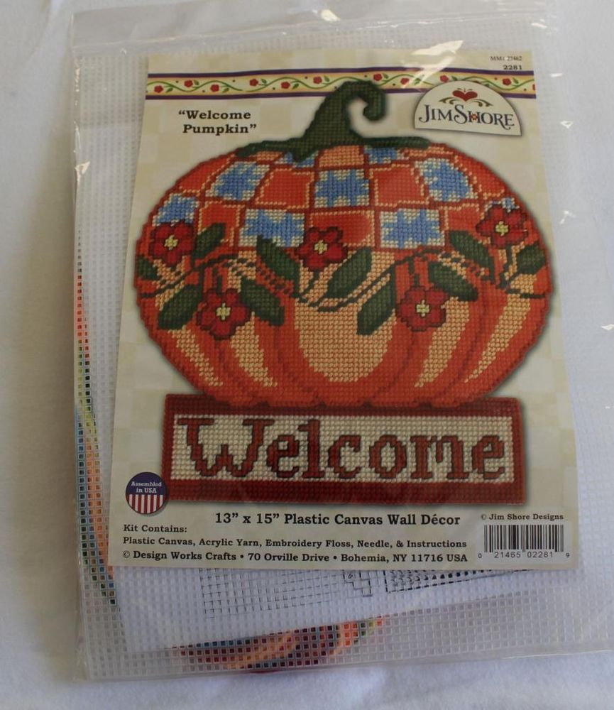 Design Works Crafts Welcome Pumpkin 13 x 15 Plastic Canvas Wall Hanging,