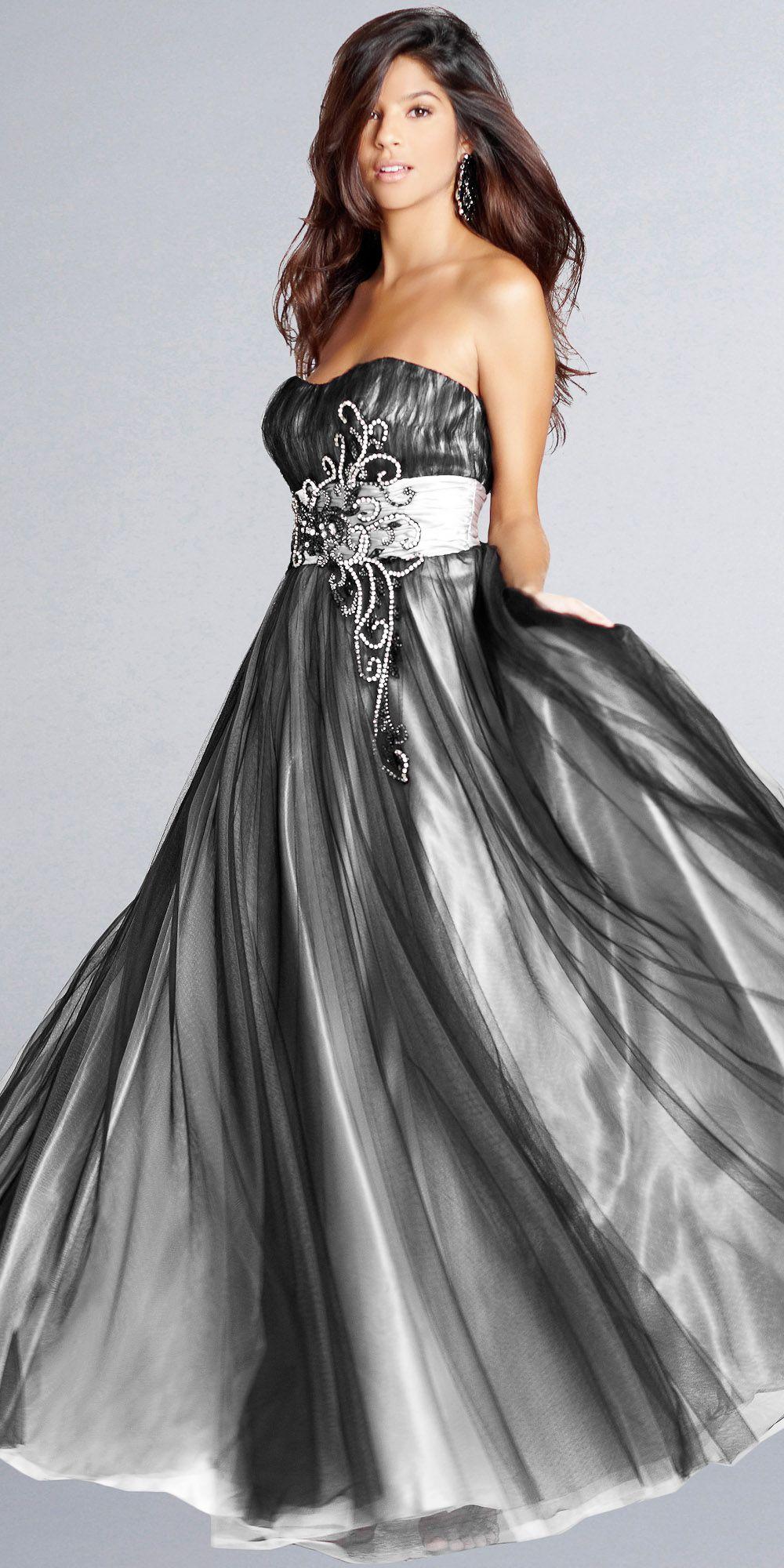 Bello movimiento de este precioso vestido el viento y el