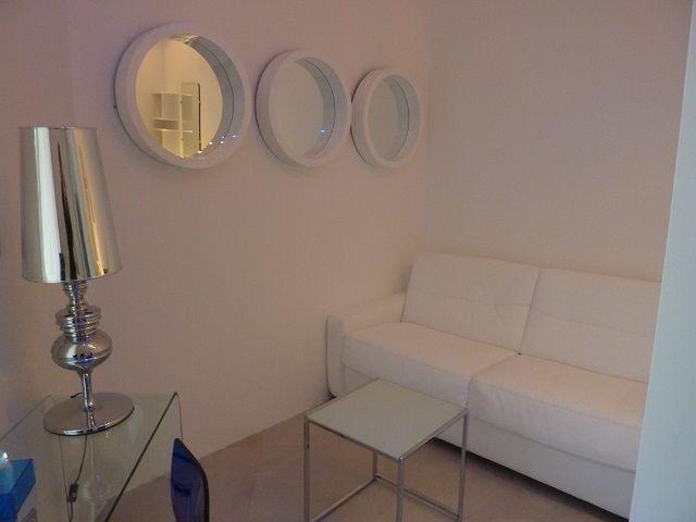 Petit Coin Salon D Une Chambre Prestige Deco Moderne Design White Grey Masduterme Gard Home Decor Decals Home Decor Deco