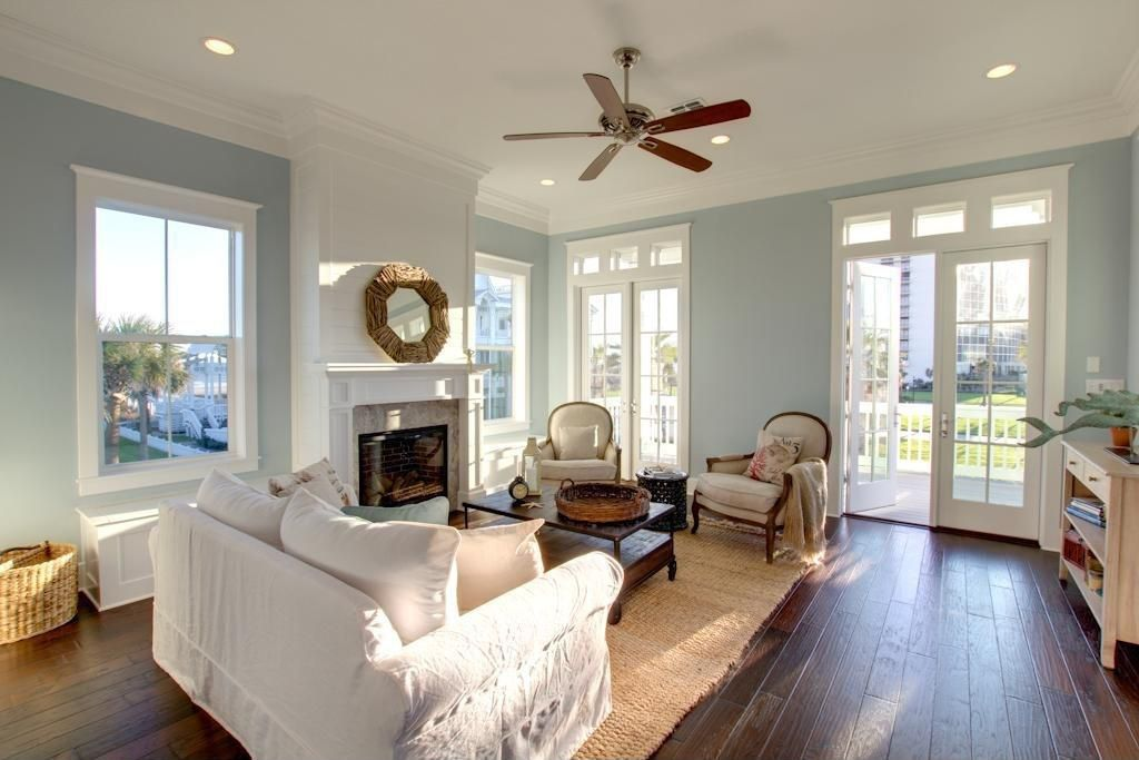 Great Traditional Living Room With Ceiling Fan U0026 Crown Molding