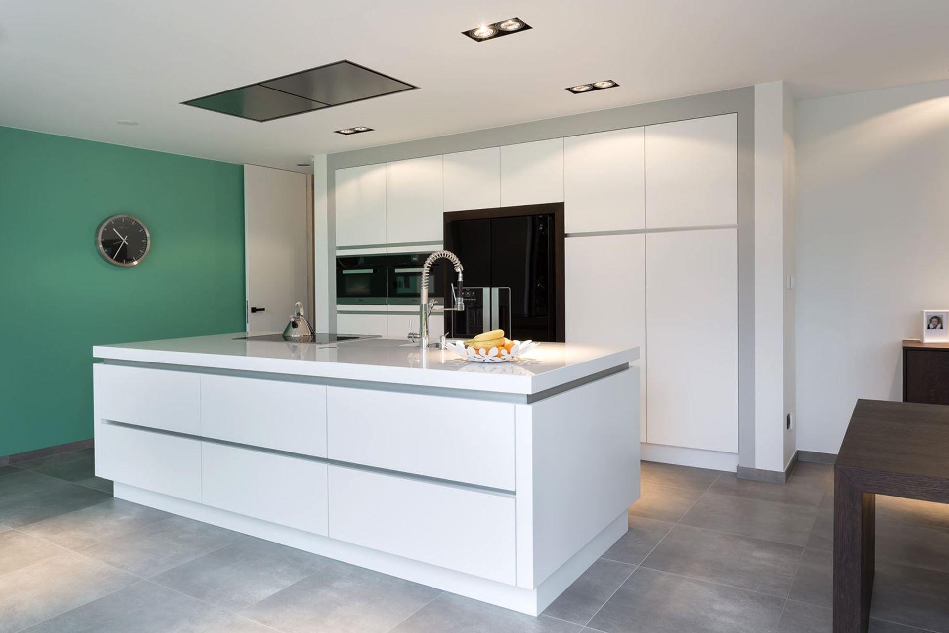 Witte keuken amerikaanse koelkast google zoeken keuken pinterest search - Keuken witte tafel ...