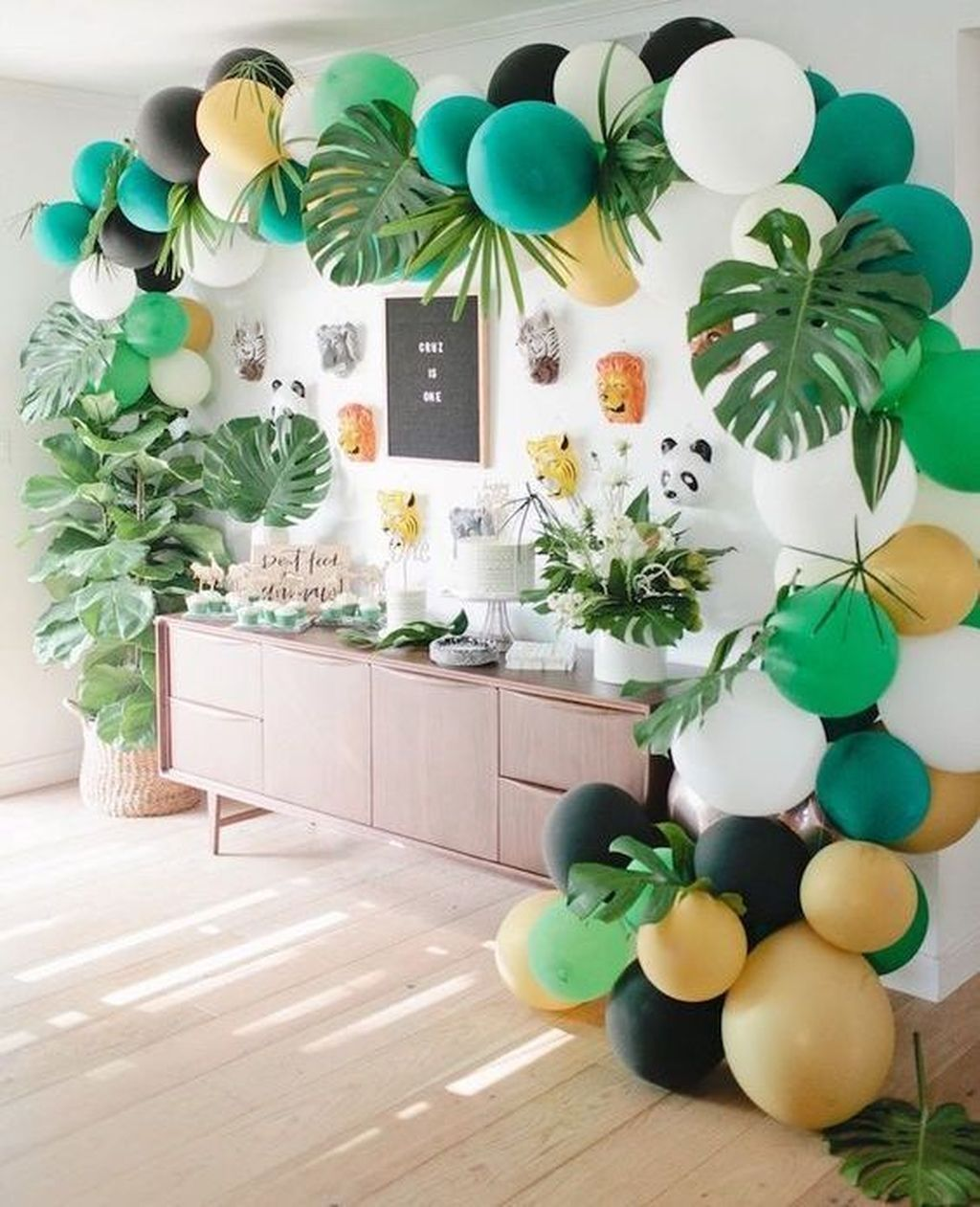 36 Attractive Party Table Decorations Ideas For Your Spe
