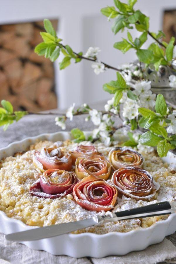 Yummy apple pie with almond paste. Mmmmmm (norwegian)