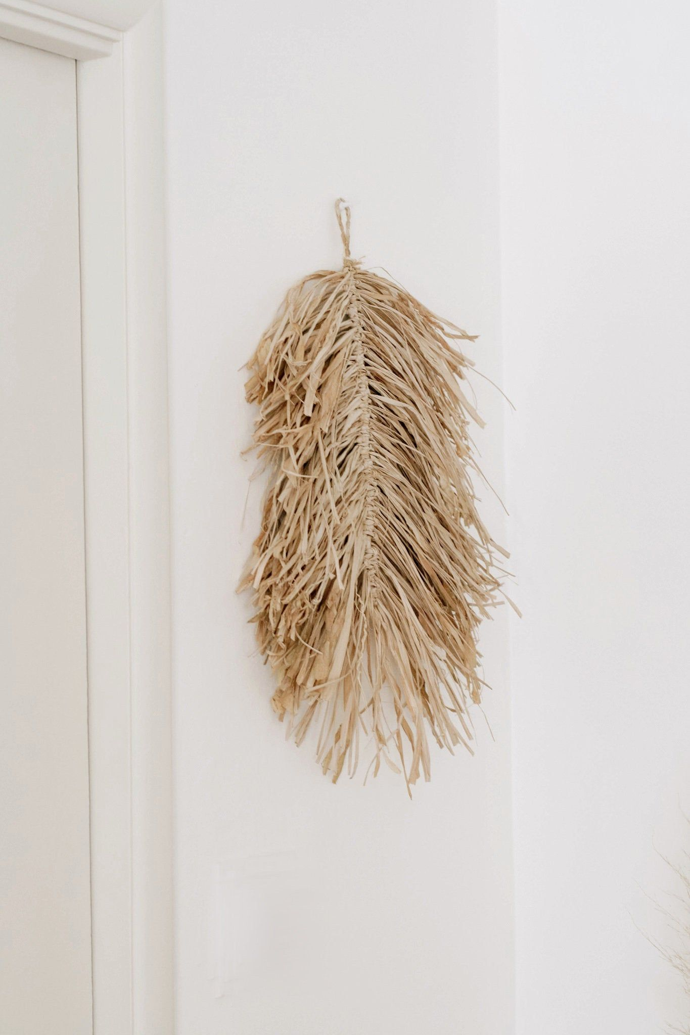 Handmade Natural Raffia Leaf Macrame Wall Hanging Grass Feather Boho Decor Styling Accessory Display N Macrame Wall Hanging Wall Murals Diy Accessories Display