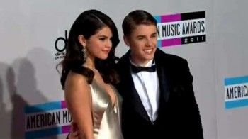 War alles nur PR? Justin Bieber und Selena Gomez halten Händchen!