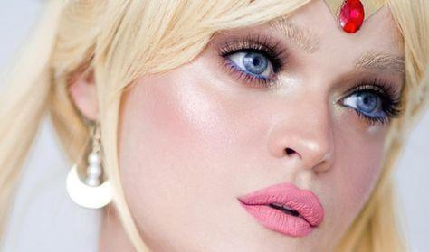 Este artista de maquillaje a sí misma pasando a cada scout Sailor Moon y Las miradas son tan mágico