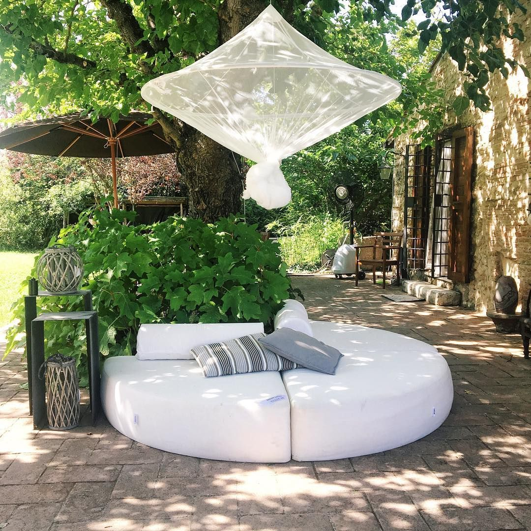 Remember the Ikea Sultan round bed? I recycled it in the