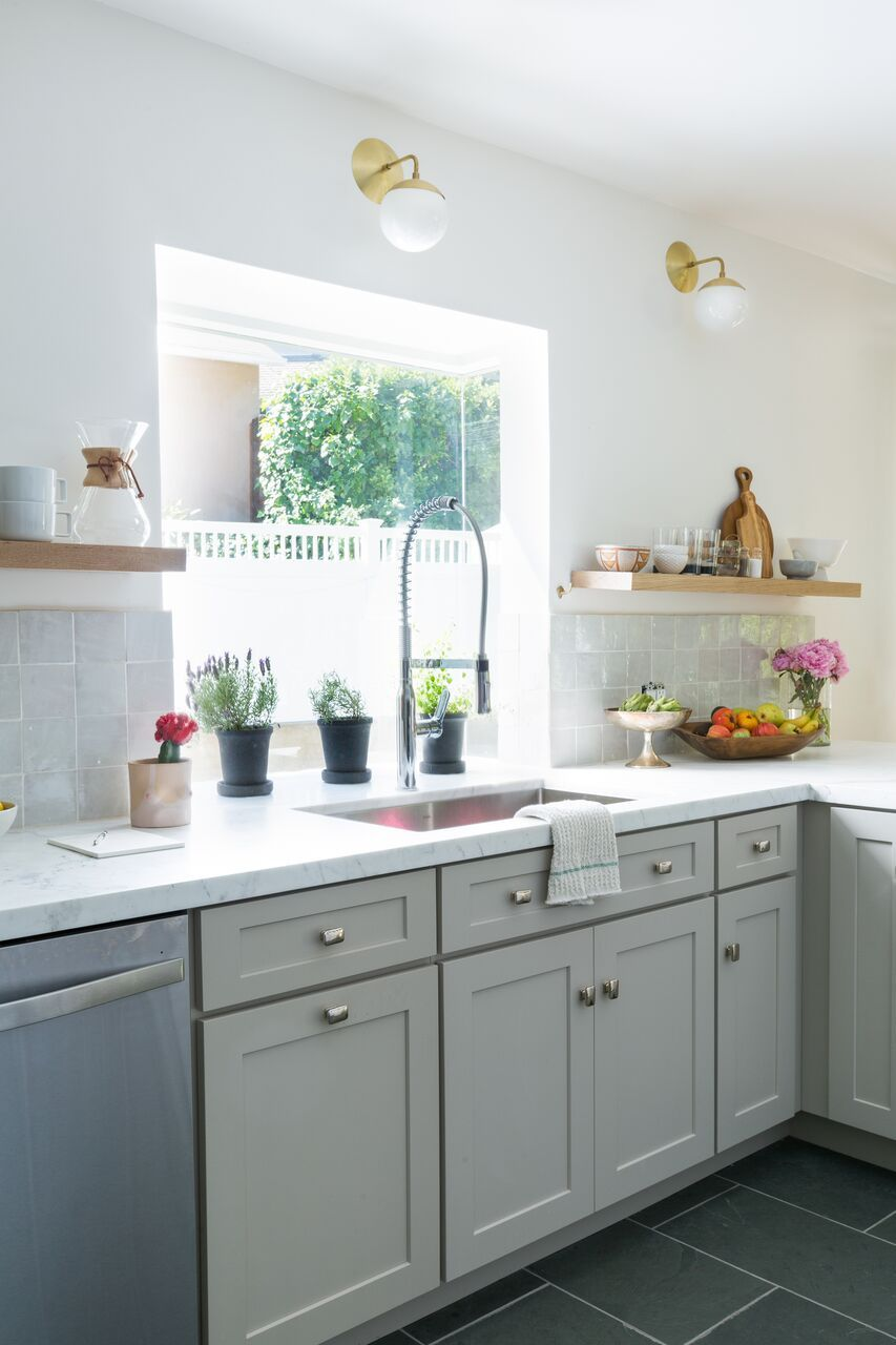 This Stunning Los Angeles Kitchen Started Out Retro And Dated And Transformed Into A Traditional Meets Kitchen Cabinet Styles Retro Kitchen Kitchen Renovation