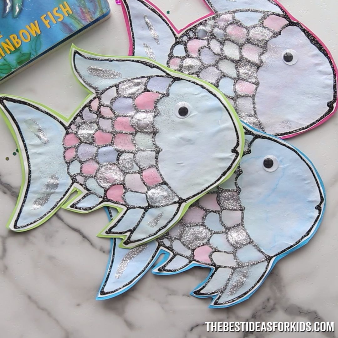 RAINBOW FISH CRAFT  - such a fun craft for the book the Rainbow Fish! Free printable template.
