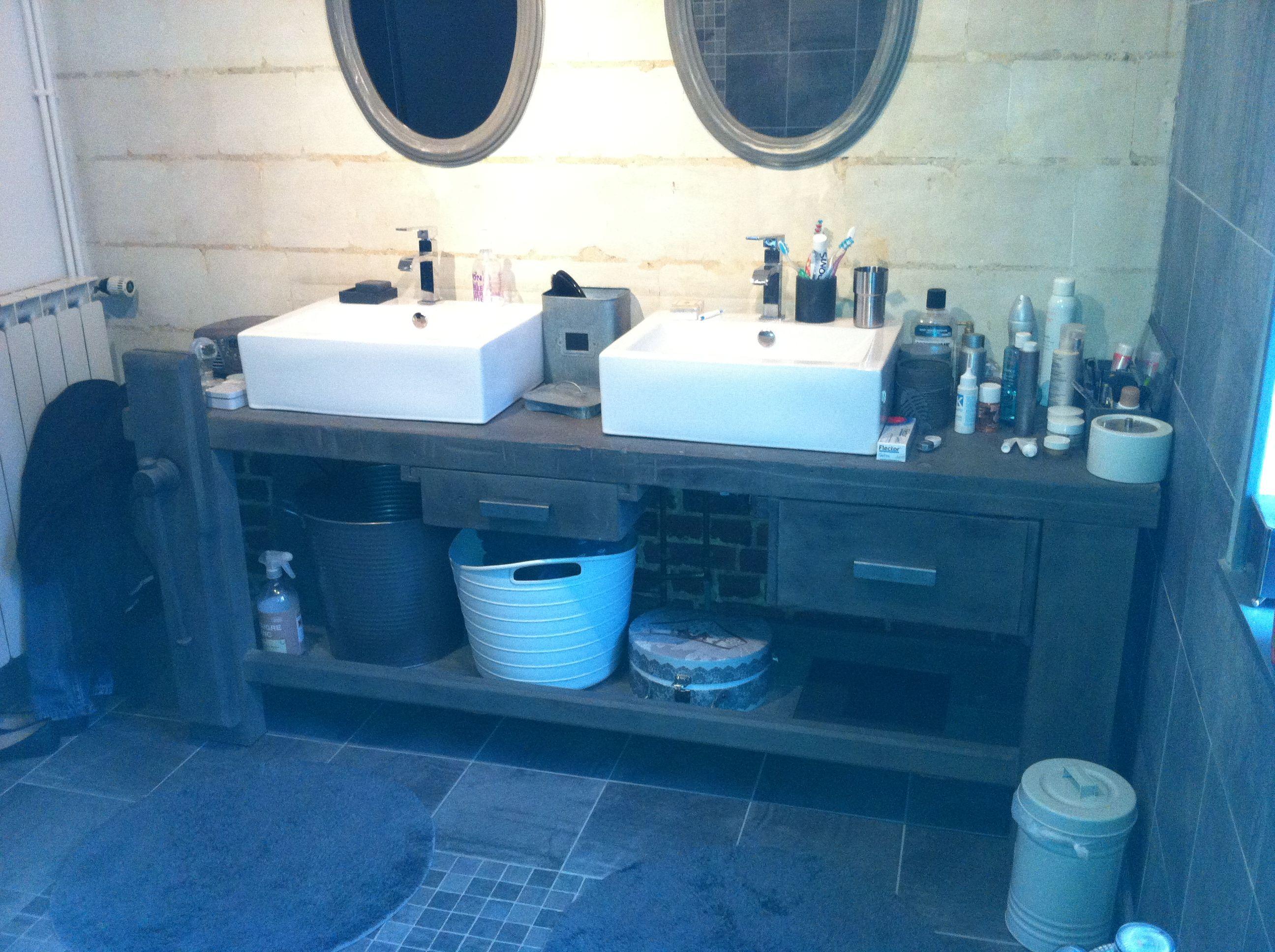 Etabli de menuisier transformé en meuble de salle de bain avec