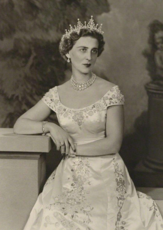 Pin De Rebecca Stames Stamatiou En Greek Royal Family Joyas Reales Realeza Marina [ 1251 x 887 Pixel ]