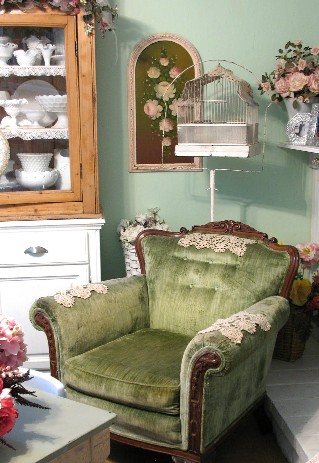 Vintage jewelry Shabby chic bedroom, Green velvet chair