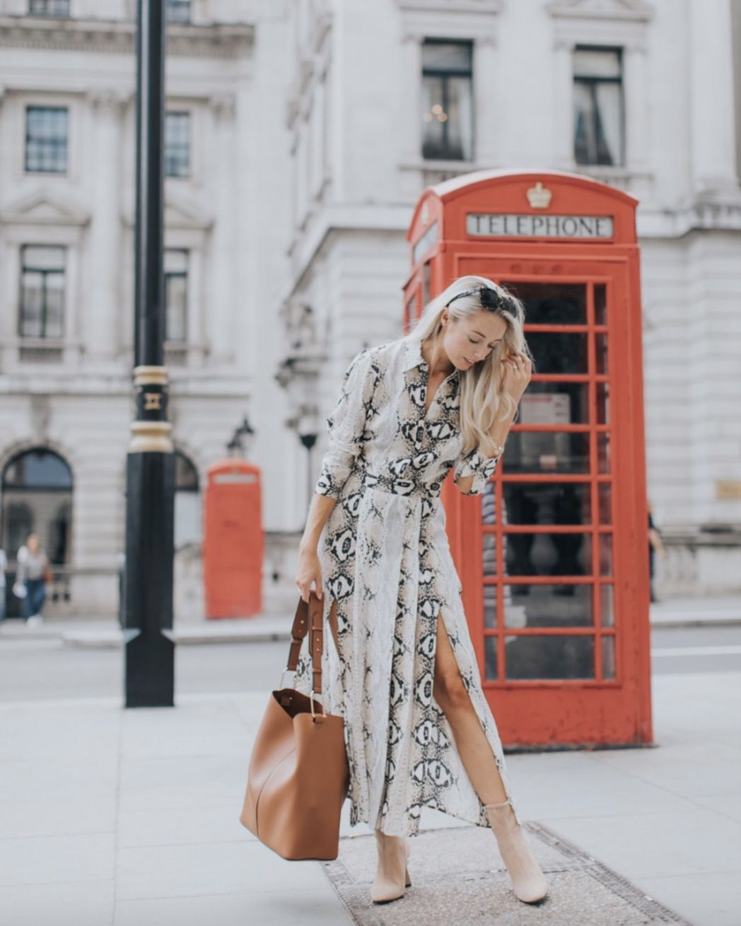 1bad9e1ebee3e2 21+ Fall Outfits To Copy This Season  Snake print dress with nude booties  and tan bag. The best fall fashion to get you inspired.