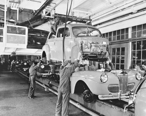 1941 Ford Assembly Line Body Installation Ford Classic Cars Assembly Line Detroit Cars