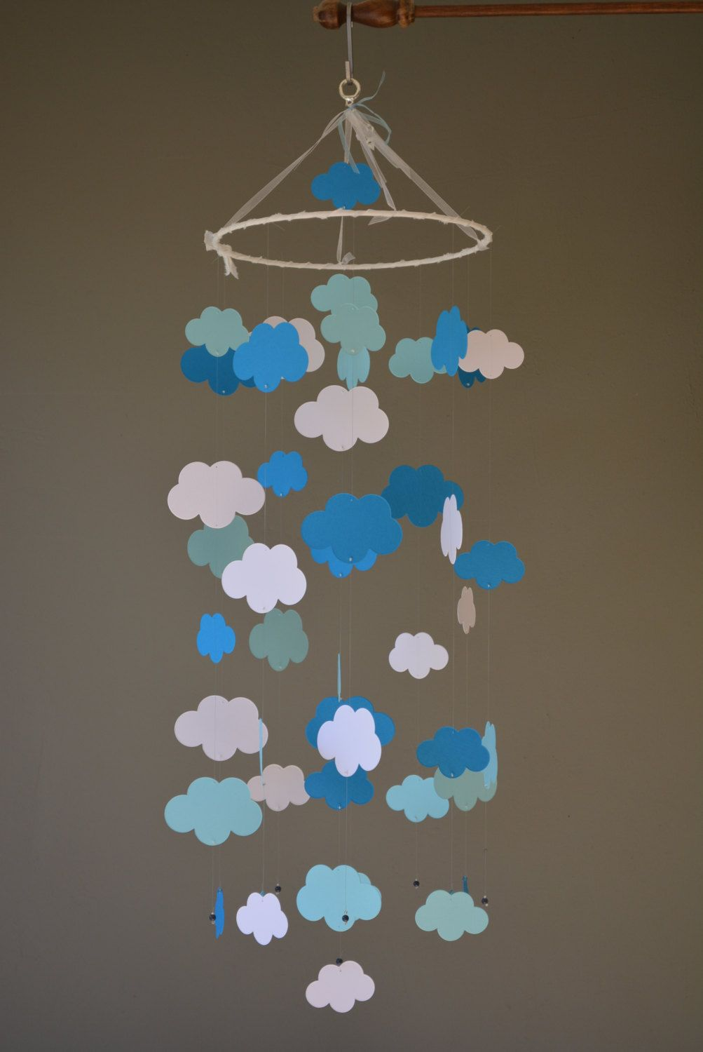 Cloud mobile / nursery mobile / baby mobile made from white and blue shades card stock --- Handmade mobile, nursery decor of baby gift door SierGoed op Etsy