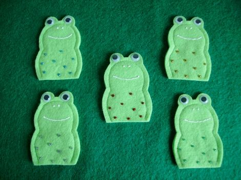5 speckled frogs felt finger puppets preschool for Frog finger puppet template