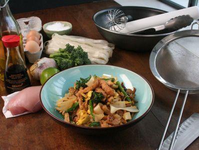 Receta | Revuelto de pollo con fideos chinos de arroz (Chicken stir-fry with rice noodles) - canalcocina.es