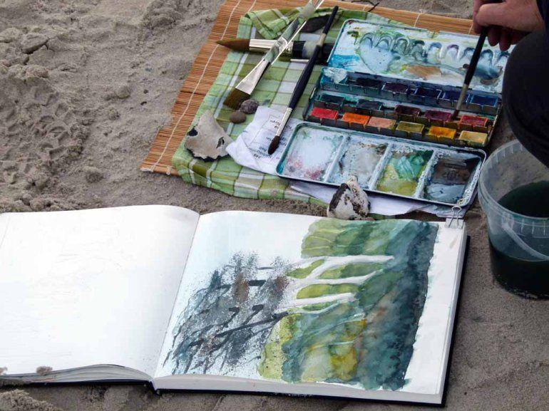 So macht das Malen an der Ostsee Spaß | Gespensterwald als Aquarell im Skizzenbuch einer Malschülerin (c) FRank Koebsch #Ostsee #Aquarell #Aquarellkurs #Malreise #Nienhagen