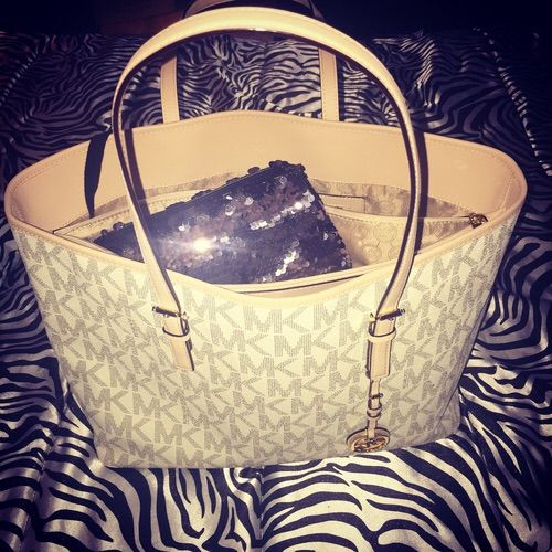 2015 Latest Cheap MK handbags!! More than 60% Off!!! Pretty cool. $55