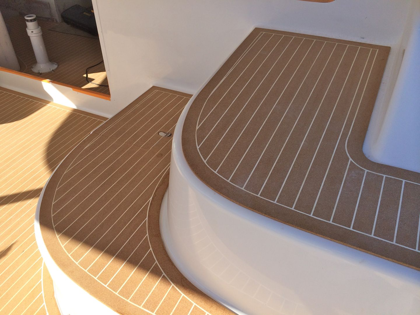 Boat deck flooring gurus floor for Hardwood floor covering