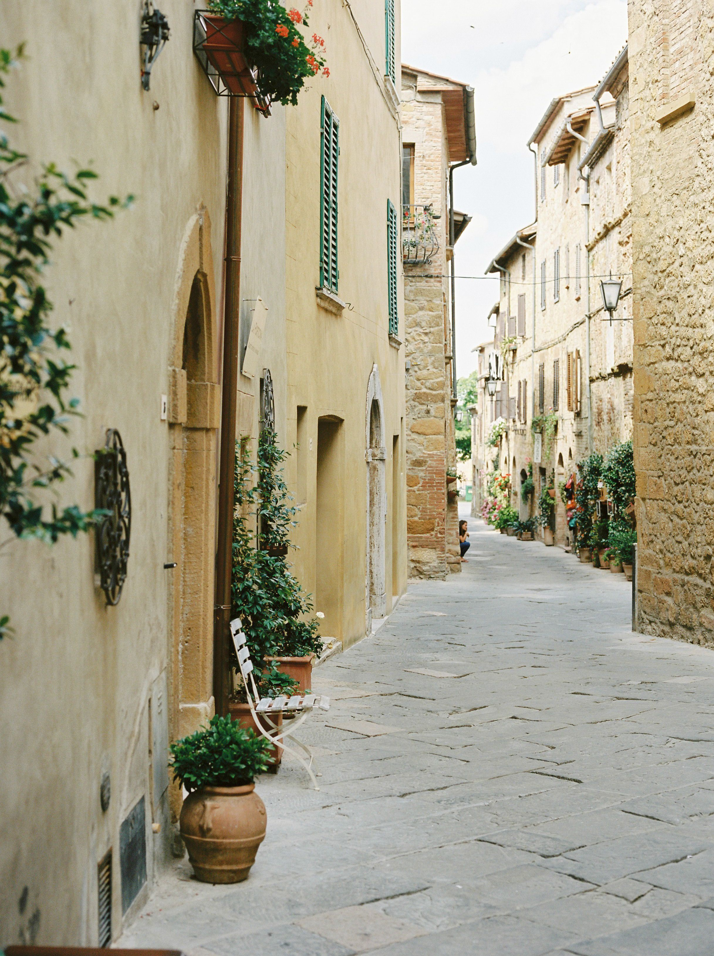 Streets of Pienza. film photography by rosiereports.com