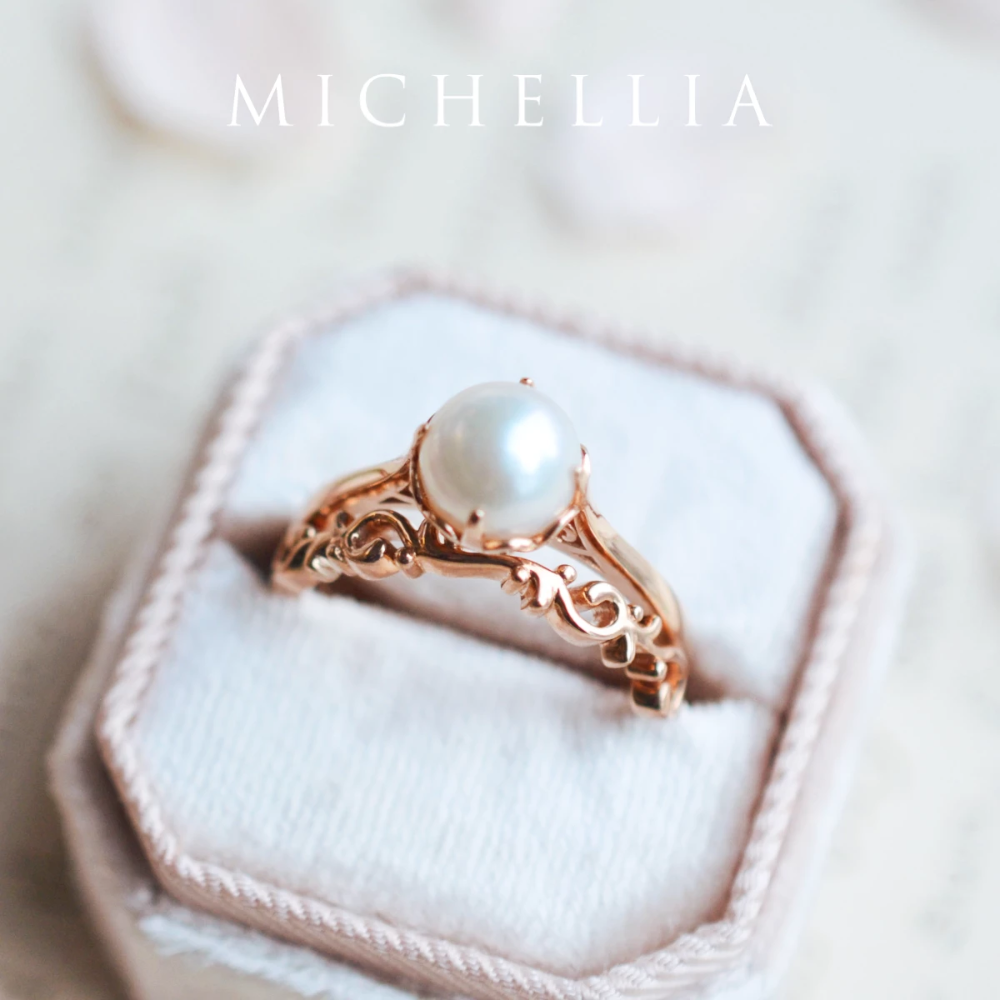 [Marguerite] Victorian Solitaire Ring in Akoya Pearl