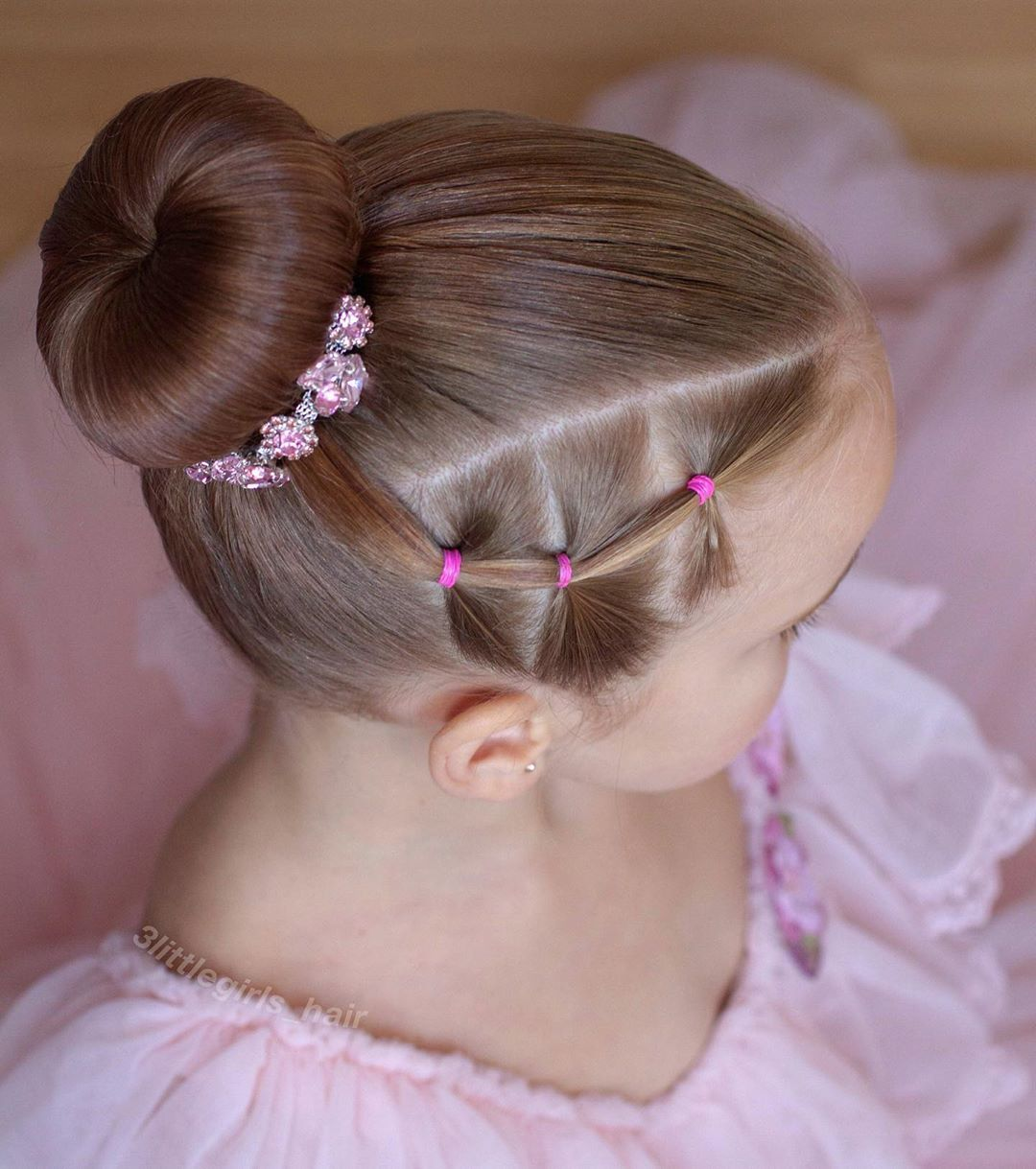 """Leanne ❤️ on Instagram: """"Quick elastic ballet style for summer ❤️ how beautiful is this bun wrap ! They are doing a offer on over at @bunflowerz be quick !!"""