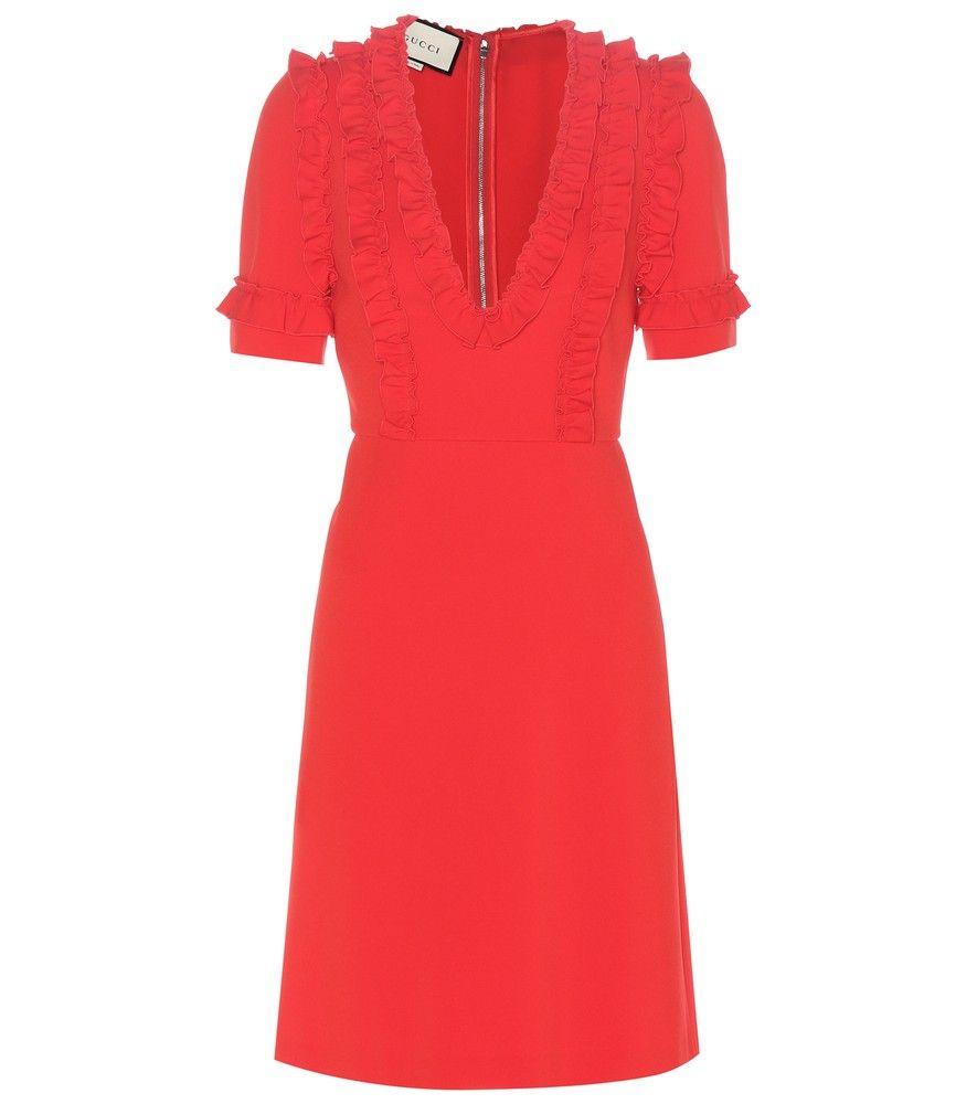 939b5ffe44d Gucci - Robe en crêpe - Laissez-vous séduire par le rouge intense de cette  robe en crêpe structuré signée de la maison Gucci. Son corsage à manches  courtes ...