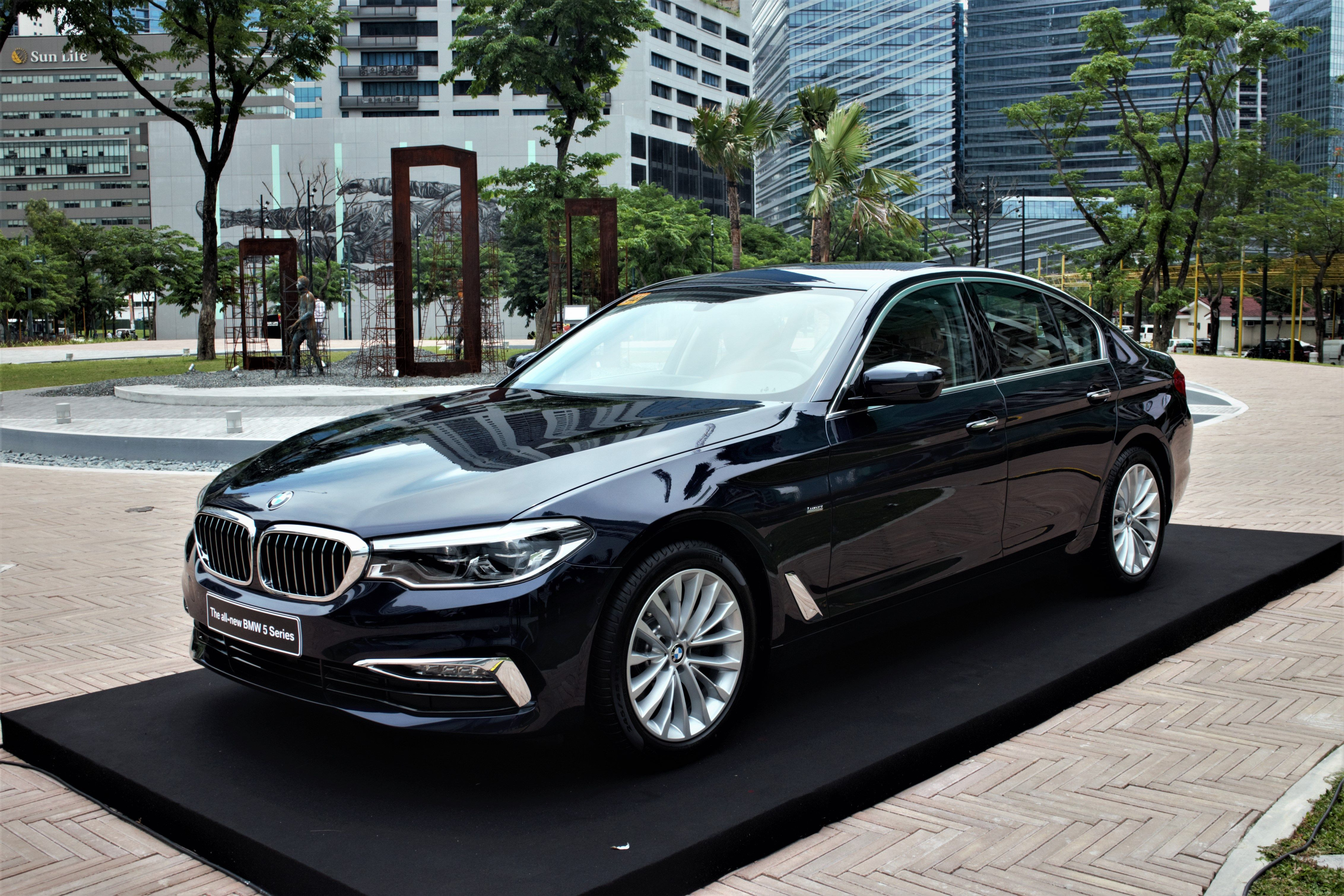 7th Generation BMW 5 Series makes PH debut